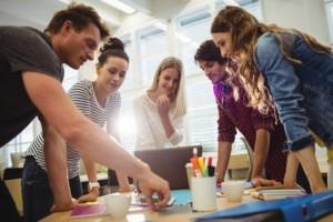 Tips Menghadapi Kepribadian Beragam Rekan Kerja | TopKarir.com